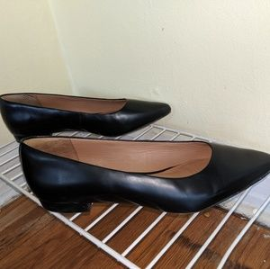 Black flat pointed toe shoes-women